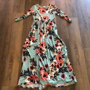 Beautiful floral maxi dress!
